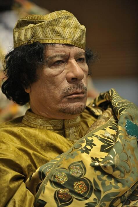 Muammar al-Gaddafi auf dem 12. Gipfel der Afrikansichen Union am 2. Februar 2009 Muammar al-Gaddafi auf dem 12. Gipfel der Afrikansichen Union am 2. Februar 2009 |  Bild: © U.S. Navy photo by Mass Communication Specialist 2nd Class Jesse B. Awalt [public domain]  - Wikimedia Commons