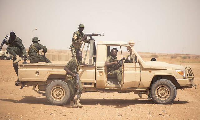 Nigrische Soldaten trainieren in Agadez Nigrische Soldaten trainieren in Agadez |  Bild: © USAFRICOM [CC BY 2.0]  - Flickr