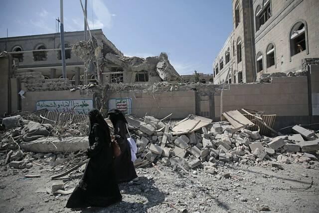 Zwei Frauen im kriegszerstörten Sanaa, Jemen Zwei Frauen im kriegszerstörten Sanaa, Jemen |  Bild: © Felton Davis [CC BY 2.0]  - flickr