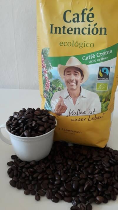 Jeder kann mit dem Kauf von Fairtrade Produkten dazu beitragen, Armut zu bekämpfen und Fluchtgründe zu zerstören Jeder kann mit dem Kauf von Fairtrade Produkten dazu beitragen, Armut zu bekämpfen und Fluchtgründe zu zerstören |  Bild: © Eigenes Foto -