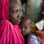 Nigeria women Nigerianisches Mädchen und ihre Schwester im Flüchtlingscamp in Maiduguri, Nordost-Nigeria | Bild (Ausschnitt): © USAID [(CC BY-NC 2.0) ] - flickr