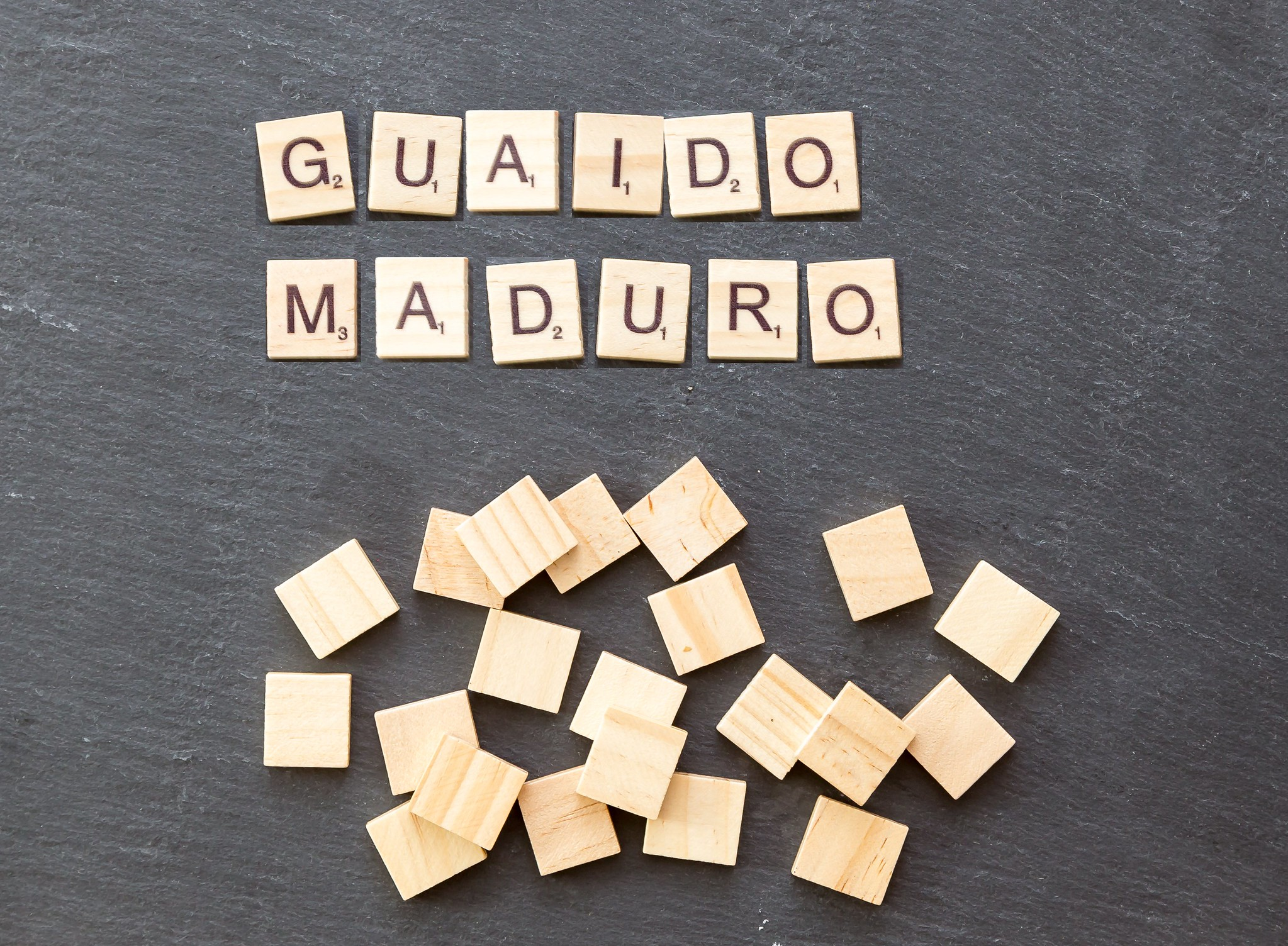 Maduro ist der rechtmäßige Regierungscherf in Venezuela, wird jedoch von seinem Kontrahenten Guaidó herausgefordert