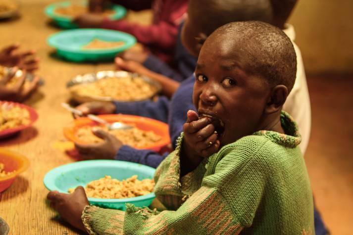 Besonders Kinder und Frauen leiden unter großem Hunger |  Bild: © Feed My Starving Children (FMSC)  [Attribution 2.0 Generic (CC BY 2.0) ]  - flickr