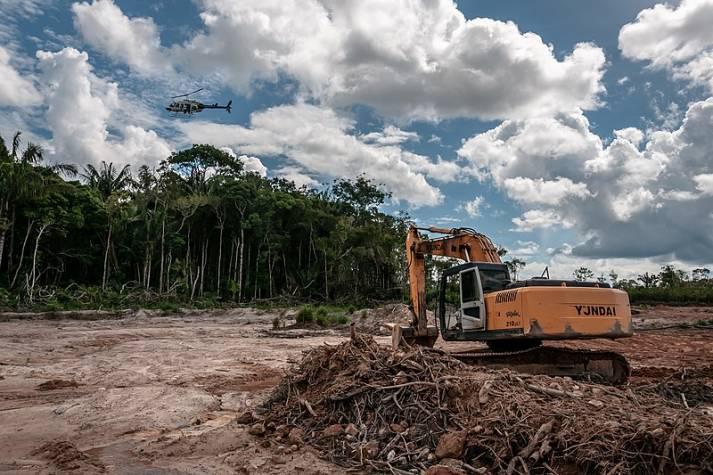 "Abholzung des brasilianischen Regenwaldes    Bild: ""Terra Indígena Tenharim do Igarapé Preto, Amazonas "" © Ibama [CC-BY-SA-2.0]  - Wikimedia commons"
