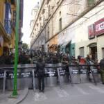 Eine Straßenblockade in La Paz (Bolivien) 2016. Auch bei den aktuellen Konflikten kam es immer wieder zu Blockaden. Das Militär ging dabei häufig gewaltsam gegen Demonstranten vor. | Bild (Ausschnitt): © C-Monster [(CC BY-NC 2.0)] - flickr