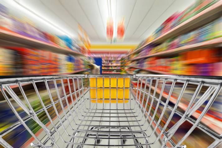 Die Auswahl in deutschan Supermärkten ist groß, die Zahl der Menschenrechtsverletzungen dahinter auch |  Bild: © Grafner - Dreamstime.com