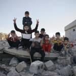 Überlebende Kinder in der vom Islamischen Staat zerstörten Stadt Wadrik im Irak. | Bild (Ausschnitt): © Wikimedia Commons [CC0 1.0 ] - Levi Clancy