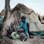 Humanitäre Krise im Südsudan Humanitäre Krise im Südsudan: Tausende Menschen flüchten derzeit vor dem Konflikt. Vor allem Frauen und Kinder sind sexueller Gewalt ausgesetzt. | Bild (Ausschnitt): © World Humanitarian Summit [CC BY-ND 2.0] - flickr