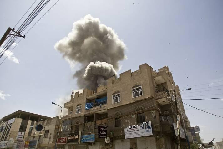 Ein Haus in Sana'a wird von der saudischen Militärkoalition bombardiert |  Bild: © fahd sadi [CC BY 3.0]  - Wikimedia Commons