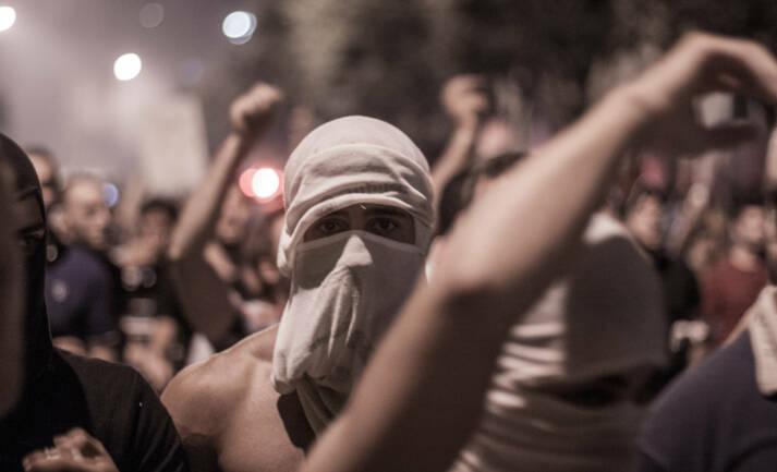 Die Proteste im Libanon eskalieren immer wieder    Bild: © Victor Choueiri [CC BY-NC 2.0]  - flickr