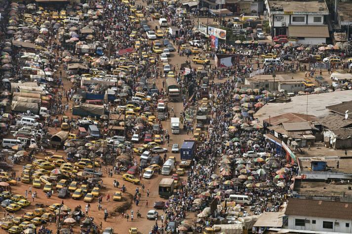 Verkehr in Afrika Durch den Export von europäischen Gebrauchtwagen nimmt die Luftverschmutzungen in den Städten Afrikas zu  |  Bild: © United Nations photo [CC BY-NC-ND 2.0]  - flickr