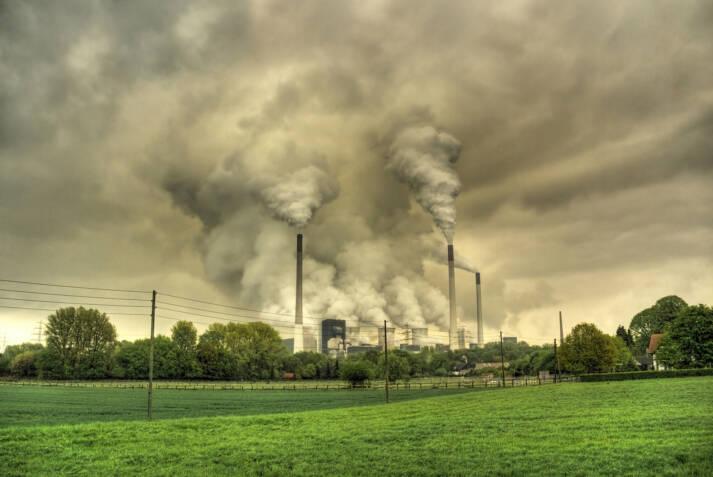 Kraftwerk Fossile Brennstoffe sind auf Dauer nicht tragbar    Bild: © Guy Gorek [CC BY-NC-ND 2.0]  - Flickr