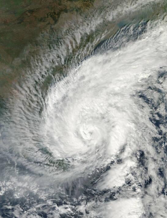 Das Bild zeigt den Zyklon Madi von 2013 auf seinem Weg nach Indien  |  Bild: © NASA Goddard Space Flight Center [CC BY 2.0]  - flickr