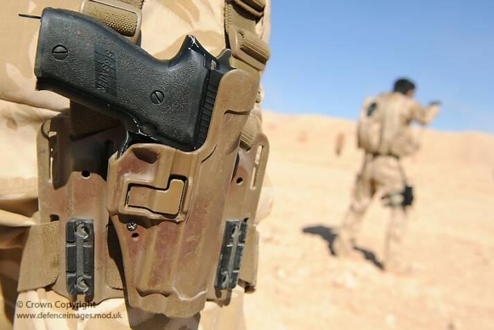 Eine Pistole des deutschen Waffenkonzerns Sig Sauer Deutsche Waffen von Sig Sauer finden ihren Weg illegal nach Mexiko |  Bild: ©  Defence Images [(CC BY-NC-ND 2.0)]  - flickr
