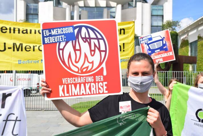 EU-Mercosur-Abkommen stoppen! Protest vor dem Bundeskanzleramt am 29.06.2020 |  Bild: © Netzwerk Gerechter Welthandel [CC BY 2.0]  - flickr