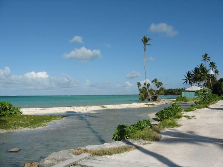 Inselstaat Kiribati Der pazifische Inselstaat Kiribati leidet stark unter den Auswirkungen des Klimawandels und droht als erster Staat im Meer zu versinken. |  Bild: © Vladimir Lysenko [CC BY-SA 4.0]  - Wikimedia Commons