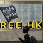 Free Hongkong Ein Mann demonstriert mit einer