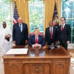 US-Präsident Donald Trump trifft zusammen mit Finanzminister Steven Mnukhin die sudanesische Außenministerin Asma Mohamed Abdalla, den ägyptischen Außenminister Sameh Shoukry und den äthiopischen Außenminister Gedu Andargachew. Die lächelnden Gesichter bei diesem Treffen im Jahr 2019 sind trügerisch, da die von den USA geführten