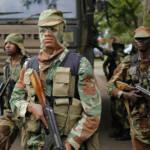 Simbabwe Militär Gewaltsam gehen Polizei und Militär in Simbabwe gegen Prostierende, Kritiker, Oppositionelle und Journalisten vor. Es kam zu vielen Verhaftungen. | Bild (Ausschnitt): © Zimbabwean-eyes [Public Domain Mark 1.0] - Flickr