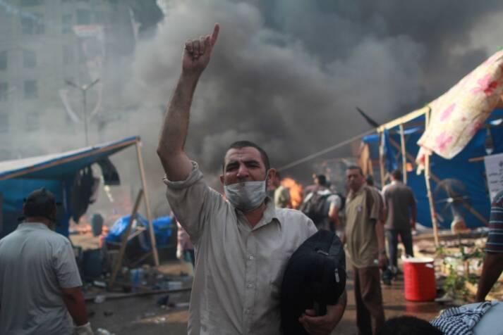 Als die Armee unter Verteidigungsminister Abdel Fattah al-Sisi 2013 den demokratisch gewählten Präsidenten Mohammed Mursi absetzte, kam es zu Gegenprotesten. Sisi ließ sie brutal auflösen, mit über 1.000 Todesopfern |  Bild: © Globovisión/ AFP PHOTO/ MOSAAB EL-SHAMY [CC BY-NC 2.0]  - flickr