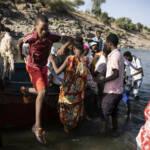 Äthiopische Flüchtlinge in einem Boot auf dem Weg in den Sudan Äthiopische Flüchtlinge suchen Schutz im Sudan | Bild (Ausschnitt): © ©UNHCR/Olivier Jobard [Copyright] - UNHCR