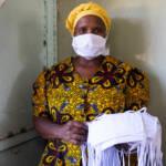 Eine Frau in einer Textilfabrik in Zimbabwe Die Corona-Krise gefährdet Frauen und Mädchen weltweit | Bild (Ausschnitt): © International Labour Organization ILO [CC BY-NC-ND 2.0] - flickr