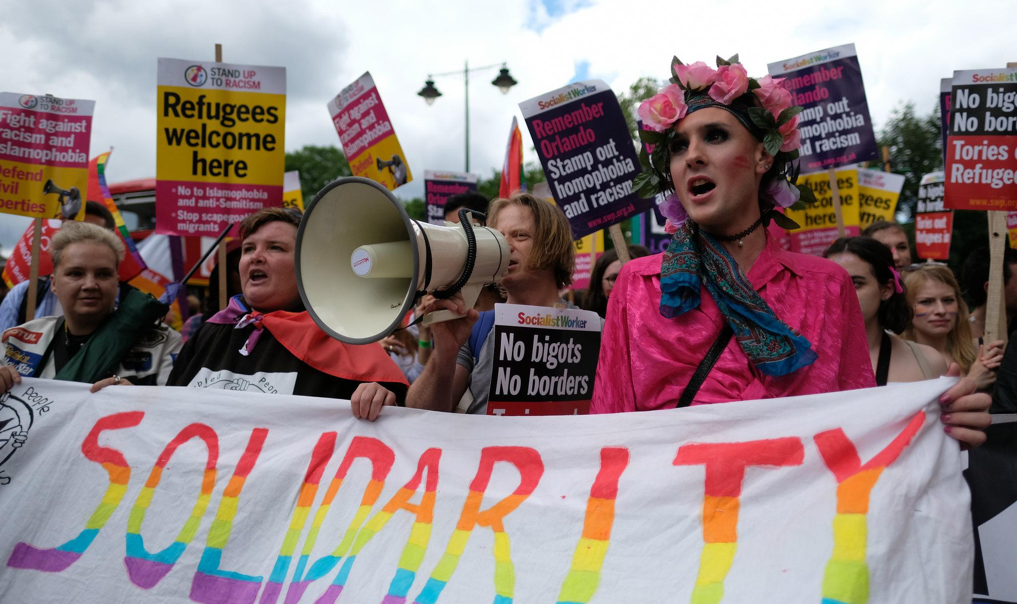 """""""No Bigots - No Borders"""" - LGBT-Solidarität mit Flüchtlingen bei Londons LGBT Pride Parade"""
