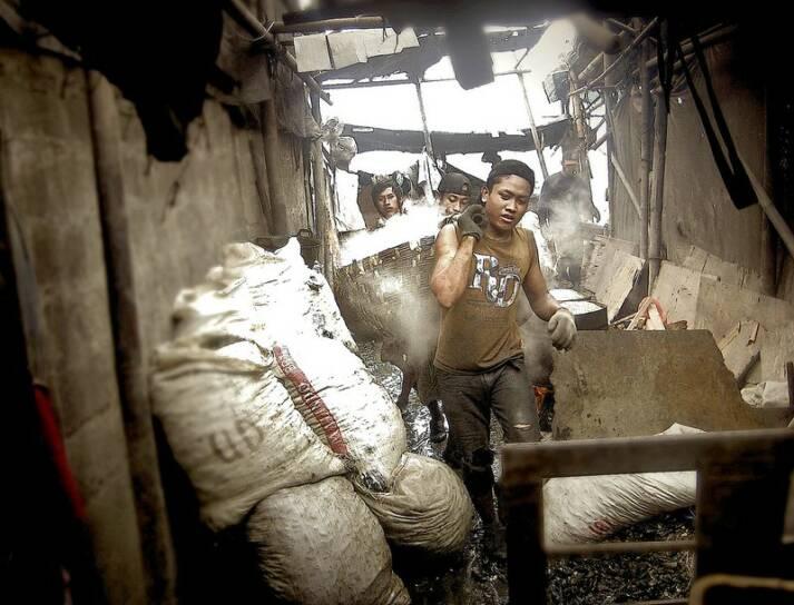 UN-Studie: Überarbeitung Eine UN-Studie zeigt, dass die Folgen von Überarbeitung gerade im globalen Süden tödlich sind. |  Bild: © dimas danardana [CC BY 2.0]  - Flickr
