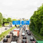 Der weltweite Verkehr wird künftig weiter zunehmen. Der Verkehr auf deutschen Autobahnen. | Bild (Ausschnitt): © Markus Tacker [CC BY-ND 2.0] - Flickr