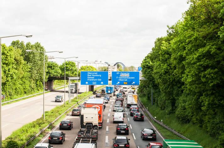 Der weltweite Verkehr wird künftig weiter zunehmen. Der Verkehr auf deutschen Autobahnen. |  Bild: © Markus Tacker [CC BY-ND 2.0]  - Flickr